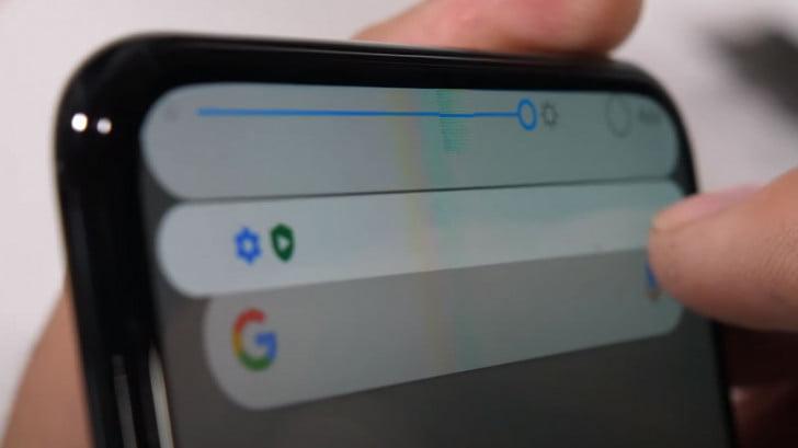 Ekran altı kameralı ZTE AXON 20 işkence testine