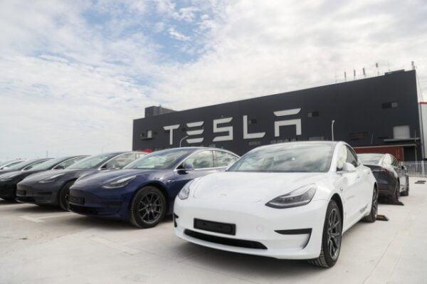 Tesla, 2020'de yarım milyon elektrikli araba yaptı