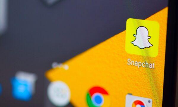 Snapchat ve YouTube da Donald Trump'ın hesabını askıya alıyor