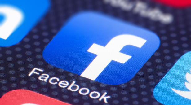 Facebook şimdi de kullanıcılarının bilgilerini çaldırdı!