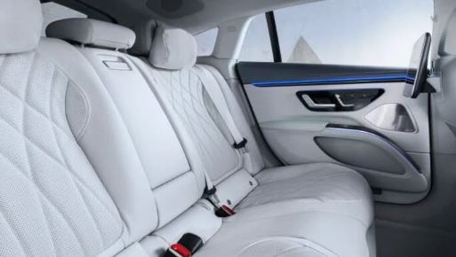Mercedes-Benz, yepyeni, şık 2022 EQS elektrikli aracını tanıttı