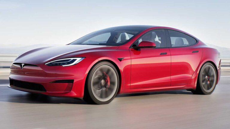 Tesla Model S Plaid sürüş sırasında alev aldı!