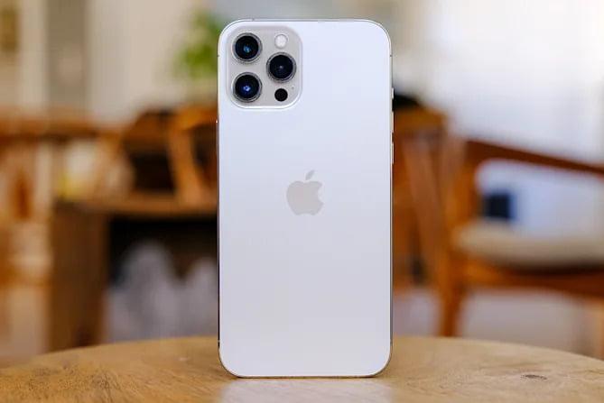 Eski iPhone modellerinin fiyatı az da olsa düştü