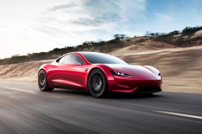 Elon Musk, Tesla Roadster'ın 2023'te geleceğini duyurdu