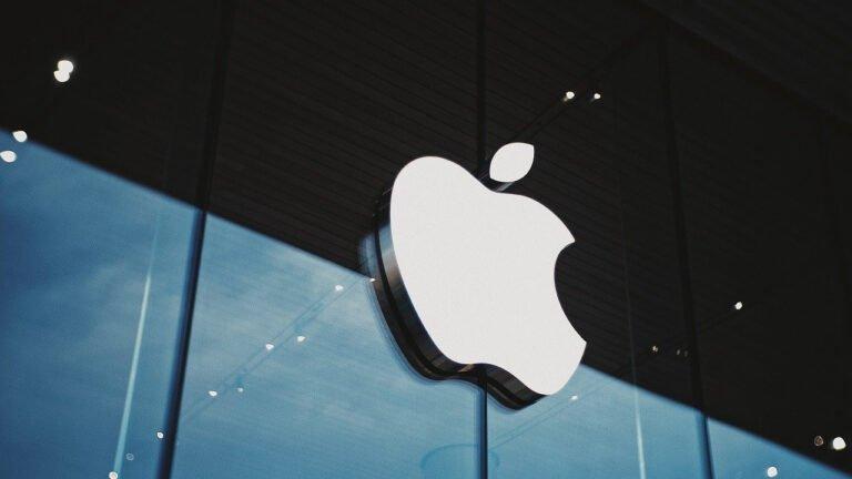 Apple, aşılanmamış çalışanları için COVID-19 testini zorunlu kılıyor