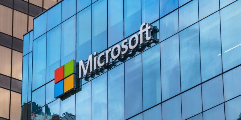 Microsoft, çalışanlarının ofise dönüş tarihini süresiz olarak erteledi
