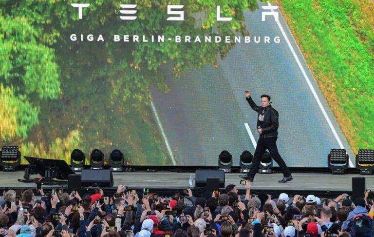 Elon Musk, büyük üretim için talimatını verdi
