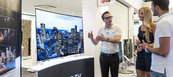 LG, Avrupa'daki İlk Kavisli OLED TV'sini Satışa Sundu